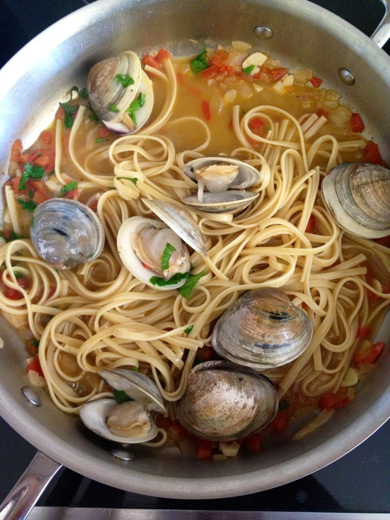 Clams Pasta with a White Wine Sauce