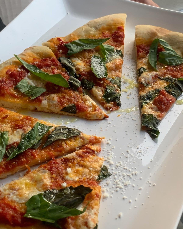 homemade neopolitan style margherita pizza